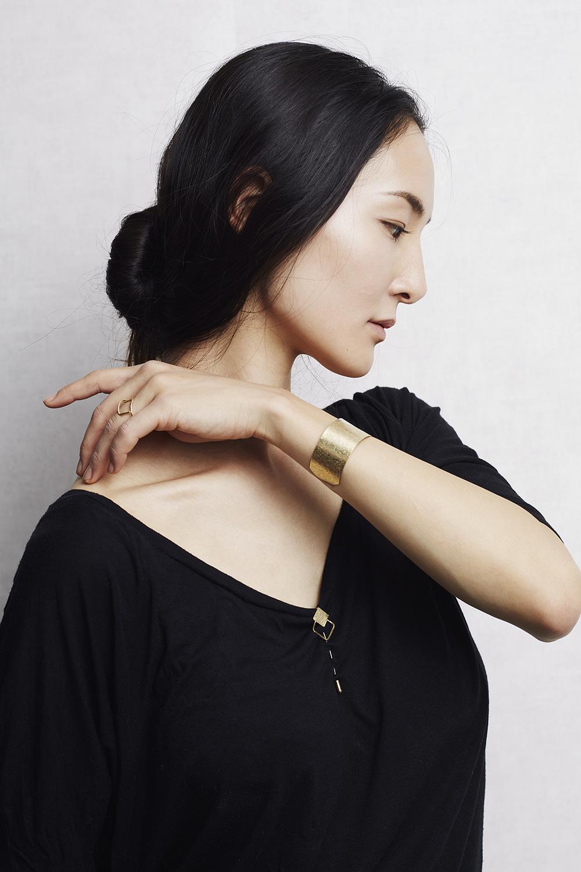 Fibule en argent et vermeil, or, bijou de vêtement qui sublime toutes les tenues.