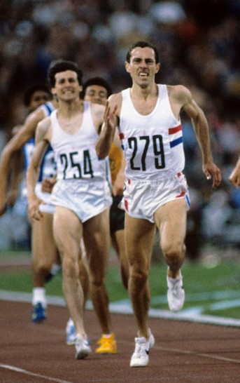 Ovett-3-winning-gold-1980-Moscow-Olympics.jpg