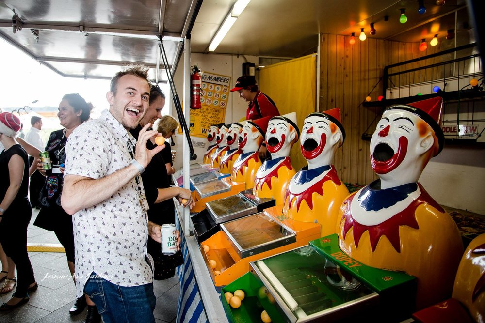 LAUGHING CLOWNS X 8 GAME