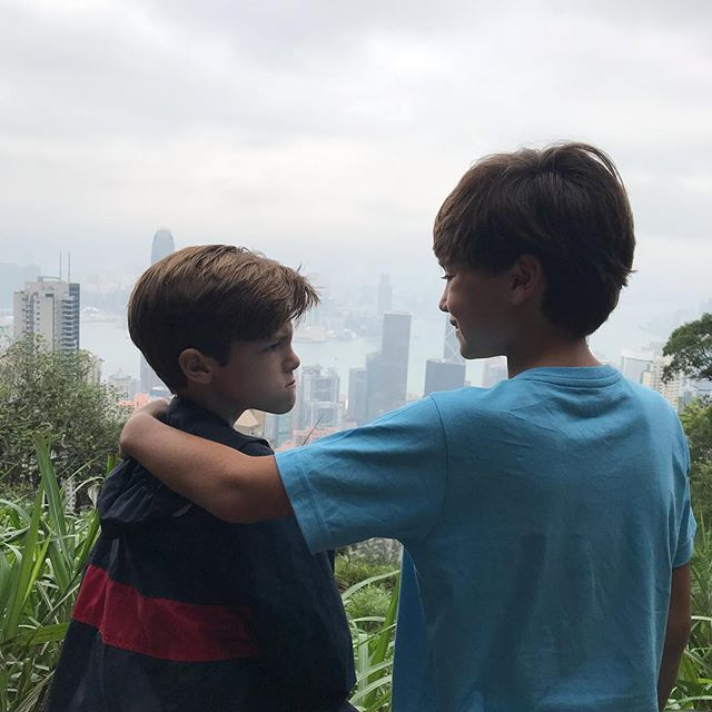 Impossible to take a good family photo at #victoriapeak this morning - but they do ❤️ each other . . . . . . . . #hongkong #traveling #travelingwithkids #kids #momofboyslife #momofboys #brothers #touristspots #tourists