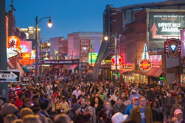 Packed_crowd_on_Beale_Street_S1BMM5_8JyzNOxYql8o1rHn.jpeg