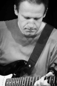 Jonas Kappel Lund - GUITAR | UKULELE | MUSIKPRODUKTION23 63 85 68Send en mail▶︎ SE PROFIL
