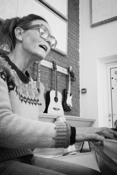 Theresa Chichon - KLAVER | GUITAR24 25 01 37SEND EN MAIL▶︎ SE PROFIL