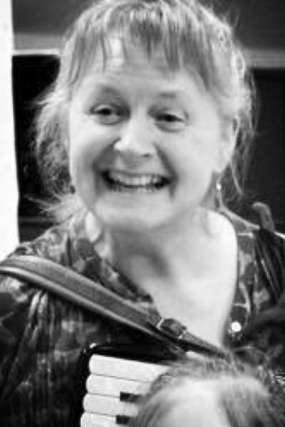 Lotte KielBerg - Klaver | Harmonika | Rytmik | Rytmikforløb | musik og sjov | Musikværksted28 18 10 77Send en mail