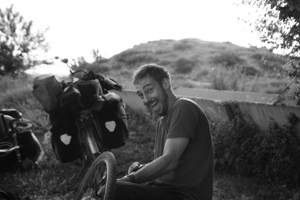 Robohorse Tv - Jimi. Nous avons fait un bout de route ensemble en 2012. Il réalise de magnifiques reportages sur ses voyages et en immersion chez les locaux qui l'invitent.
