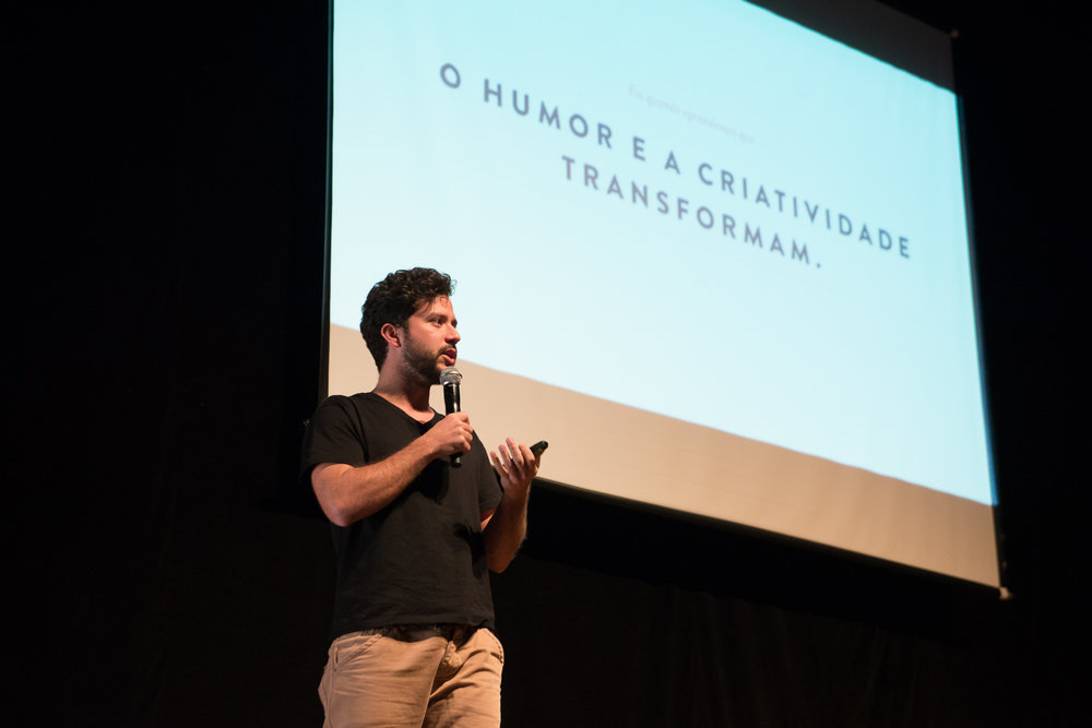 Palestra a convite do banco holandês DLL para falar sobre o poder das Microrrevoluções e como marcas podem gerar impacto positivo na sociedade. / Porto Alegre - Maio de 2016