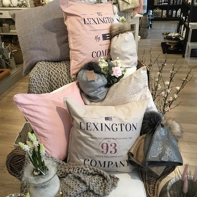Spring in the air...🌸 #livingdeauville #lexingtoncompany #home #spring