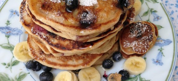 Banana-Blueberry-Pancakes-575x262.jpeg