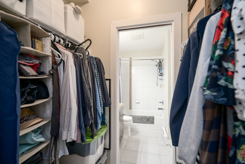 Bathroom & Walk-in Closet