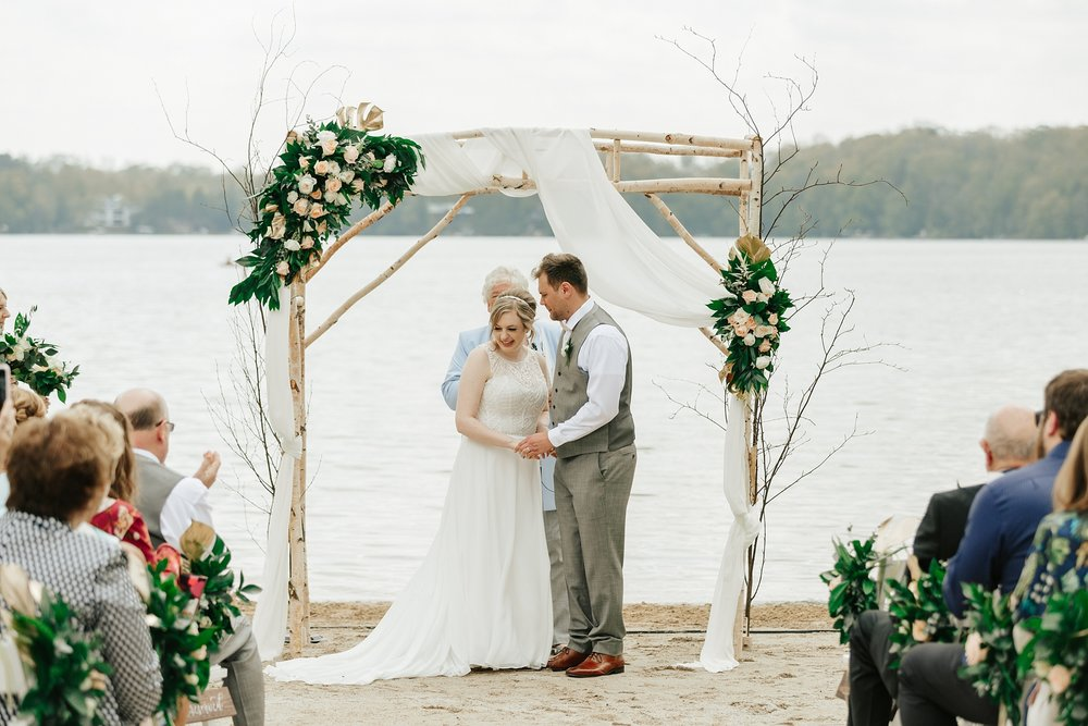 wisconsin_wedding_florist_planner_oshkoshWeddingplanner-Wisconsin-Elkhartlake-osthoff