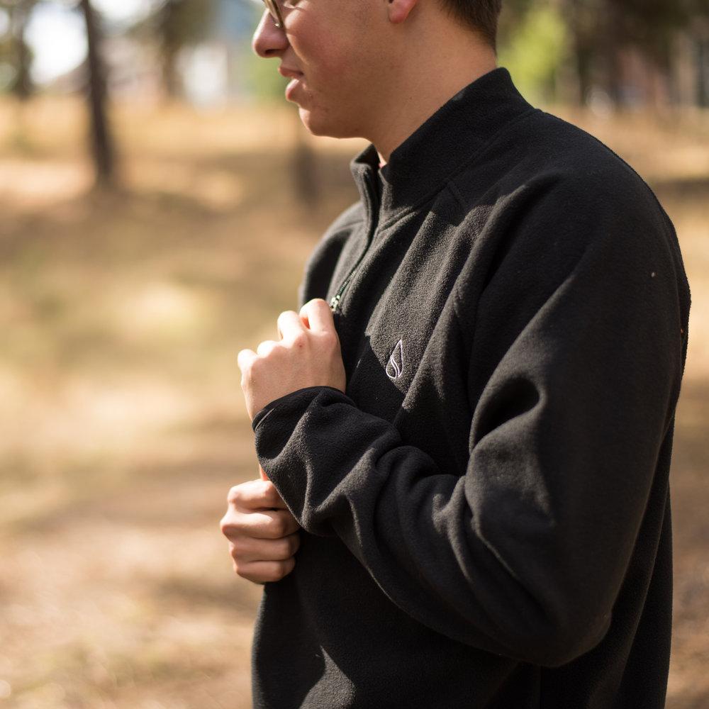 pullover-outdoor-1.jpg