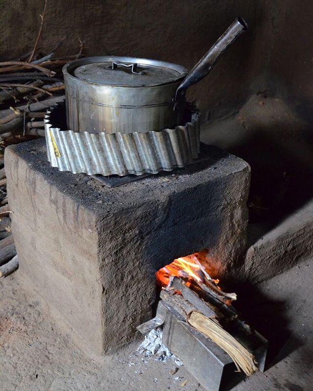 This new TLC-CQC brick and metal rocket stoves is 2-3 times more efficient than the traditional three stone fires 🔥 The stove has a stick shelf to put small sticks of wood on. The shelf allows air to flow underneath into the fire. The shelf is kept out of the firebox by wings folded out. The pot skirt creates a chimney effect as well as blocks cross drafts. The result is that air and flames are drawn into the firebox, as you see in the photo and there is more complete combustion and less smoke. Photo: @cameron.newcombe #CQuestCapital