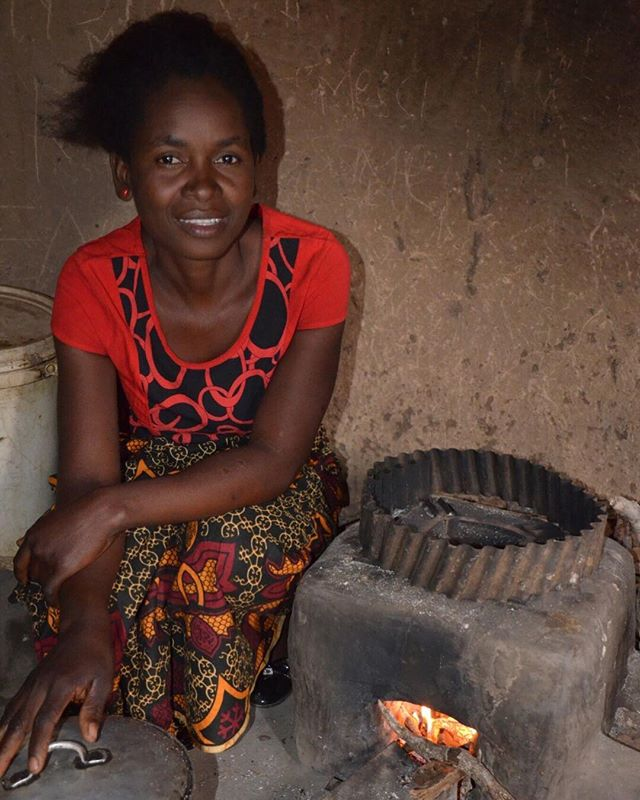 This is Eunice's stove which she has been using constantly for 18 months. She is the lead farmer for the village and has trained women to build and use the TLC-CQC rocket stove. The stove burns small twigs and branches easily found around the village and cooks well with one or two sticks at a time. 📷: @cameron.newcombe