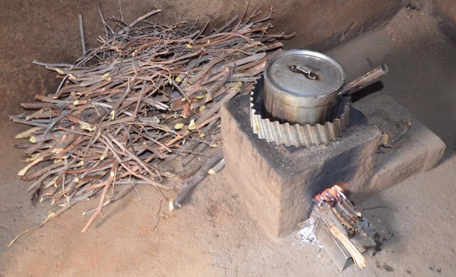 Cleaner cookstoves use small twigs as fuel and burn smokelessly, resulting in living conditions that are better for the family and lower carbon emissions which is better for the world. Learn more about how you can help support our campaign in partnership with @elephantcooperation and @COMACO_Zambia via the link in bio.