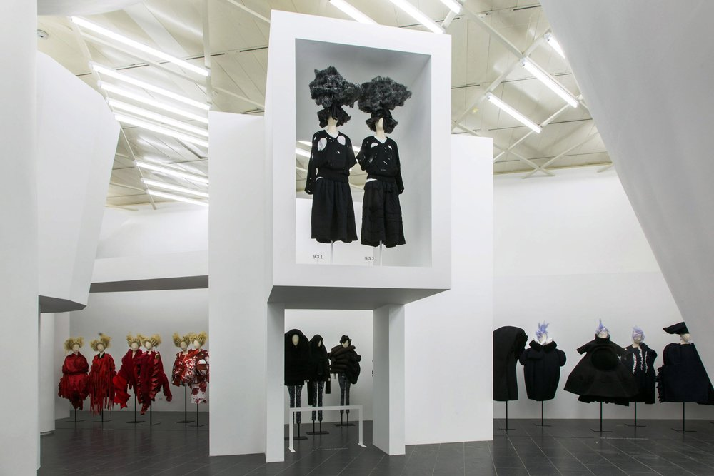 comme-des-garcons-in-between-rei-kawakubo-monograph-fashion-costume-institute-spring-exhibition-metropolitan-museum-art-new-york-usa_dezeen_21.jpg