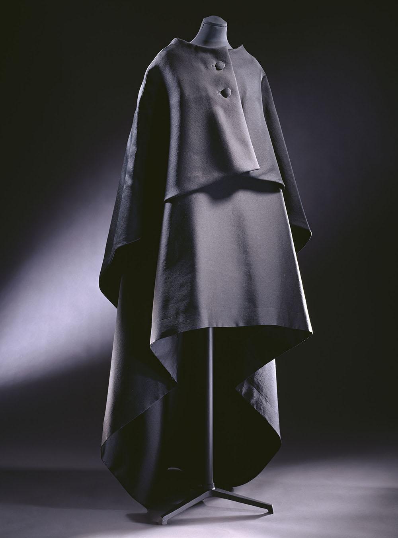 Evening gown and cape, ziberline, Cristóbal Balenciaga, Paris, 1967 © Victoria and Albert Museum, London