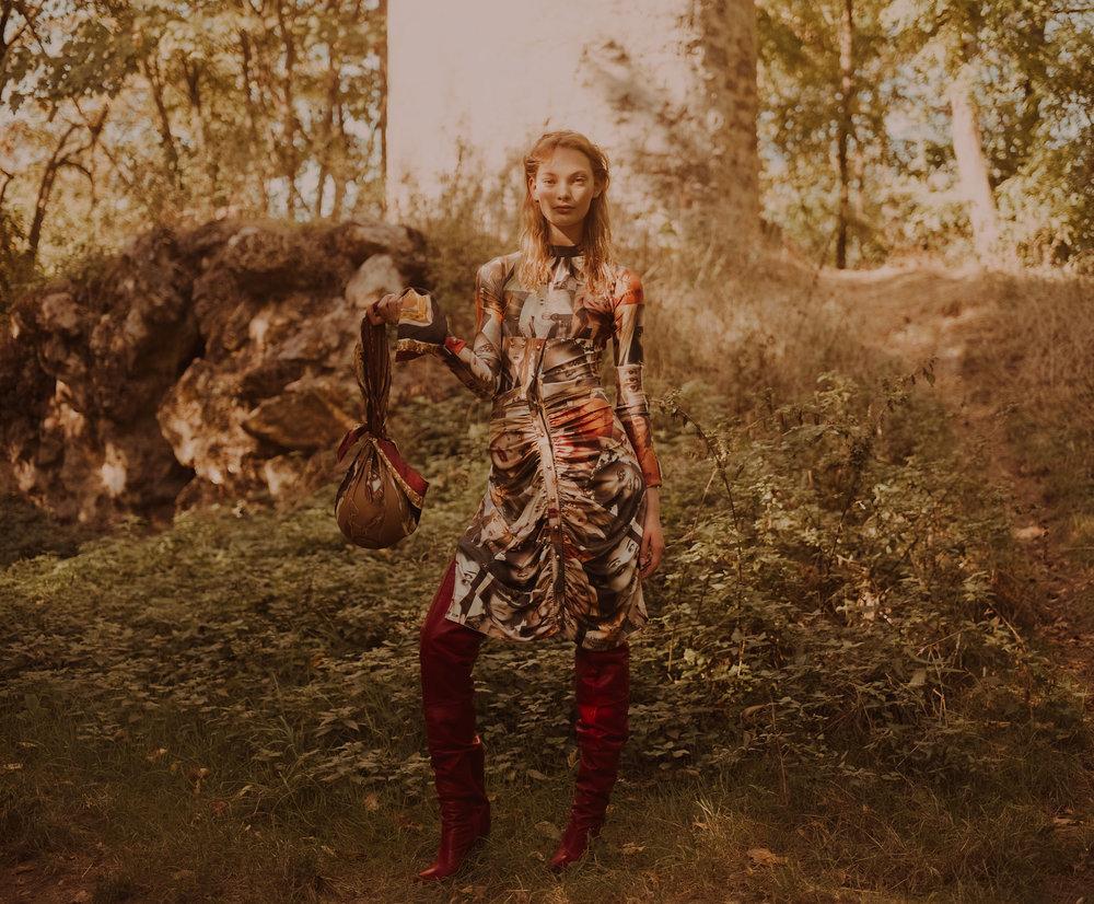 Polyester printed dress - Wendy Jim, Leather knee-high boots - Alexandre Vauthier, Silk balloon bag - Marine Serre.