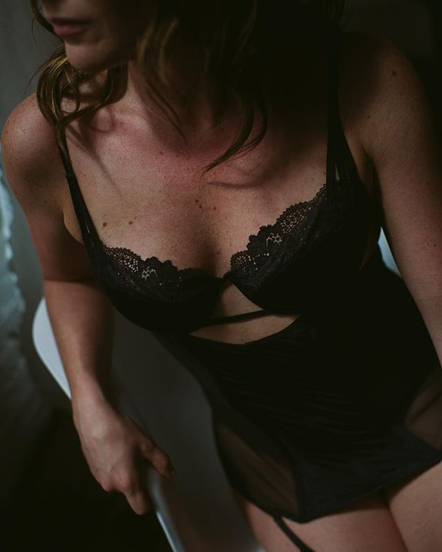 dip my finger in gold and taste my purest heart . . . . . . . . . #boudoir #edmontonboudoir #yegboudoir #intimate #inspo #yeg #makeportraits #loft #loftstudio #boudoirphotographer #effyourbeautystandards  #yegphotographer #boudoirphotography #boudoirstudio #portrait #makeportraits #beauty #beautiful #domorephotographer #chasinglight #lookslikefilm #woman #instagood #intimateportraits #boudoirphotography #intimatelifestylephotography
