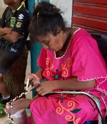 Wayuu indian woman in La Guajira weaving a strap