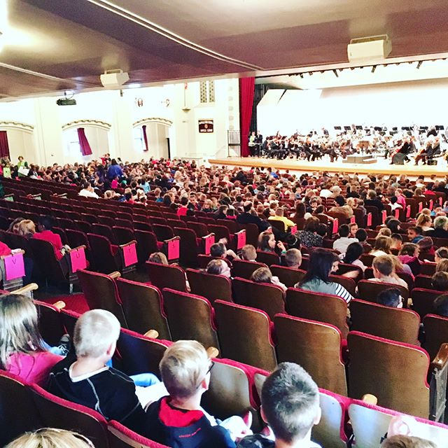 They've arrived! #childrensconcerts #musiceducationmatters #danvilleillinois #symphony #orchestra #dso1967 #vermilioncounty @sk8queen82 @musicmommy09