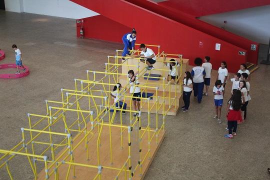 Exposição Playgrounds 2016 no segundo subsolo do Masp (Foto: Portal Aprendiz)
