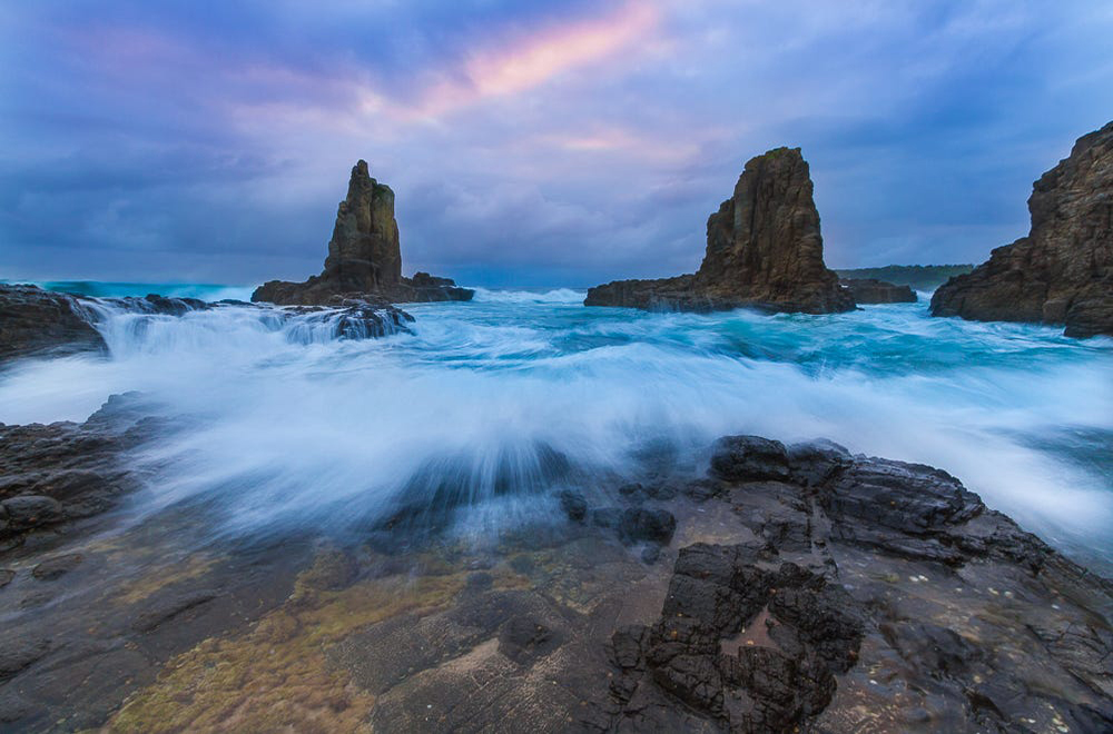 To get back into the swing of things for 2015 i thought it would be a good idea to get back to the roots. I reached out to William Patino who is a Sydney based sea scape and landscape photographer. A massive inspiration for me. Unfortunately the sky didn't really turn it on, however the water colour and movement was incredible. Hope to visit soon with some colour in the sky.