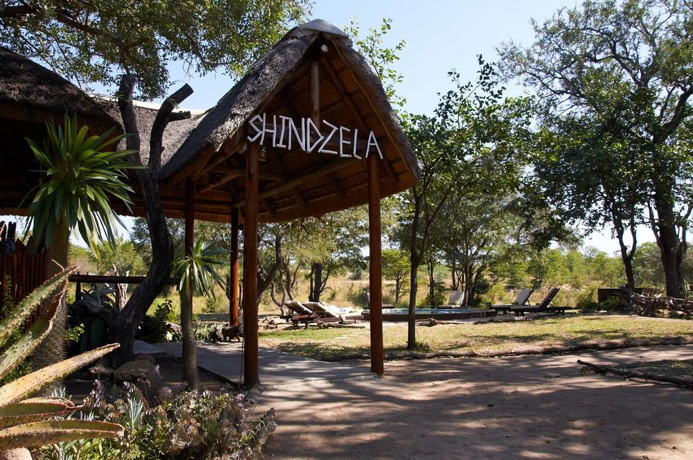 Shindzela_Main_entrance_with_view_of_boma_and_pool.jpeg