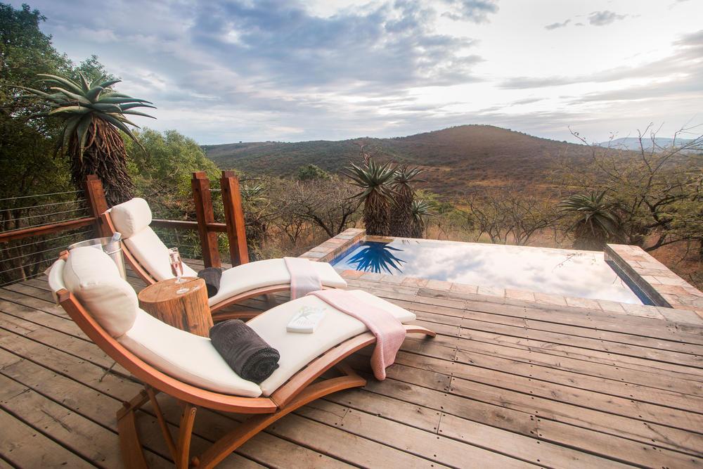 rrsl_honeymoon_bush_villa_deck_guy_upfold.jpg