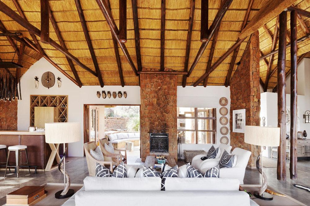 esiweni_luxury_safari_lodge.living_room_jpg.jpg