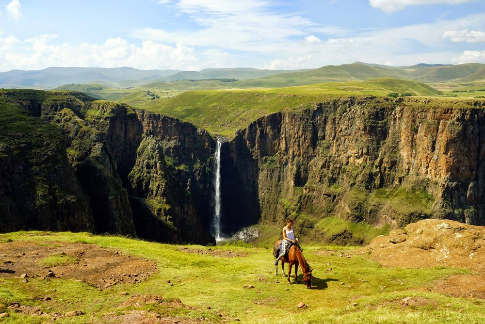 Panomara mit Pferd vor Maletsunyane Falls.jpg