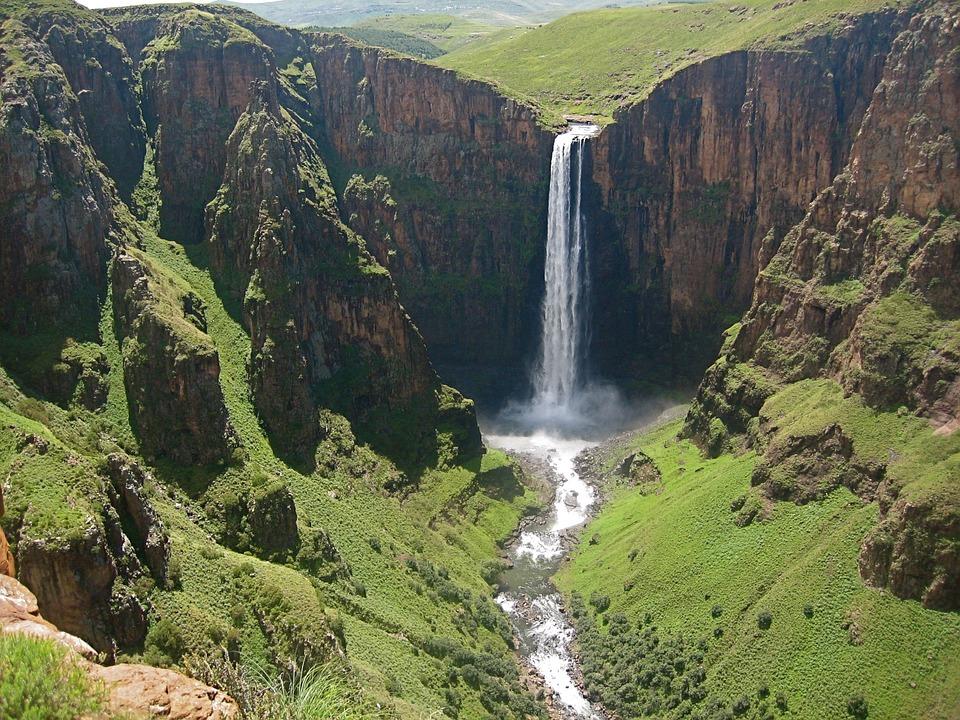 waterfall-613996_960_720.jpg