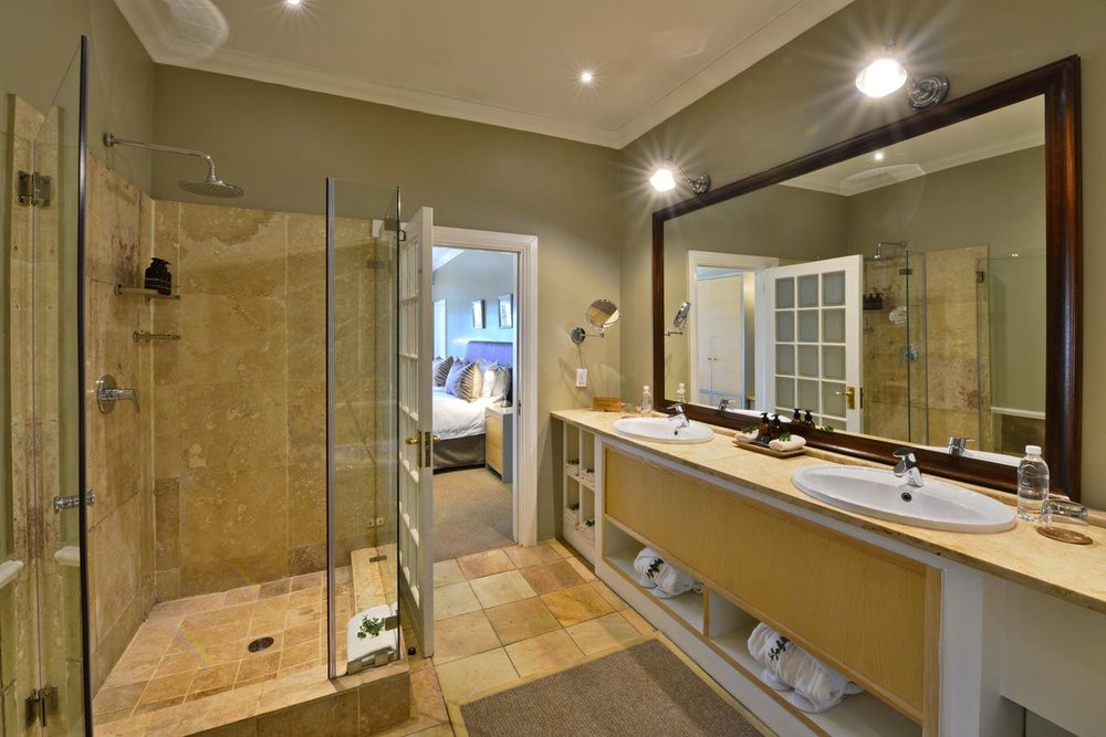 riverdene_family_lodge_bathroom_2016.jpg