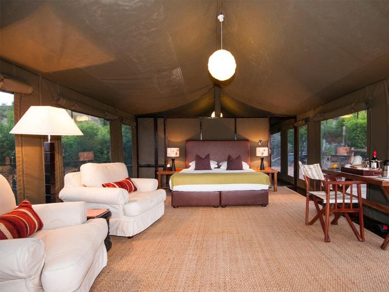 Eastern_Cape_Safari_greater_Addo_accommodation_Amakhala_Game_reserve_HillsNek_Safari_Camp_Room_Viewl-min.jpg