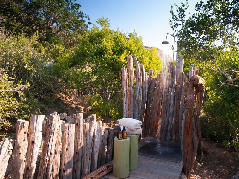 Eastern_Cape_Safari_greater_Addo_accommodation_Amakhala_Game_reserve_HillsNek_Safari_Camp_Outdoor_Shower-min.jpg