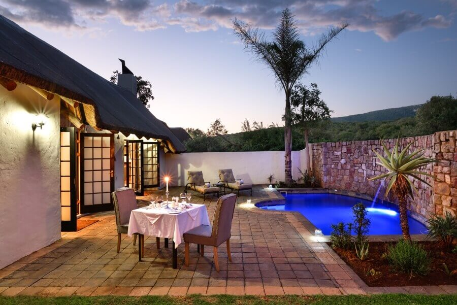 Lobengula-Lodge-outside-dining-gallery-1.jpg