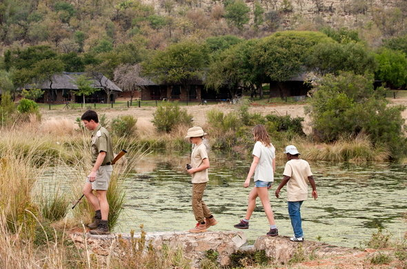 bakubung-bush-lodge-junior-rangers-bush-walk-590x390.jpg