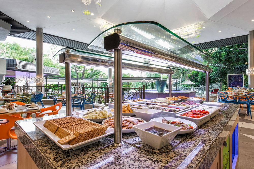 scr4e1004-8677-sun-city-cabanas-palm-terrace-restaurant-d8x9031-1_resize.jpg