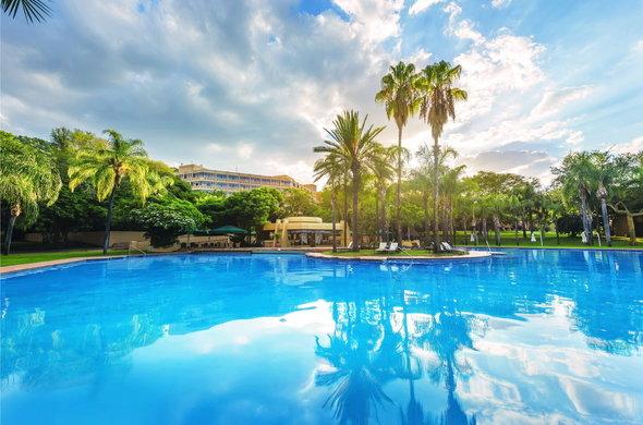 sun-city-hotel-exterior-and-pool-590x390.jpg