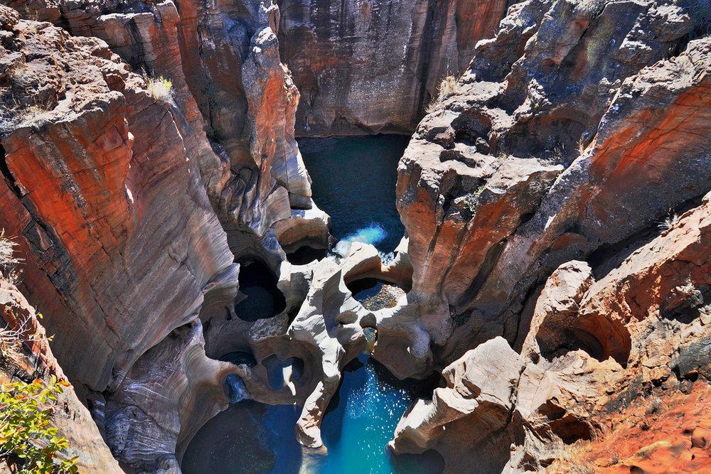 La Route Panoramique - Découvrez la Route Panoramique de l'Afrique du Sud menant au célèbre au Parc Kruger. Paradis naturel réputé pour ses magnifiques paysages montagneux, ses canyons et la diversité de sa faune, cette route vous offre plusieurs destinations différentes à explorer durant votre séjour.8 jours / 7 nuits