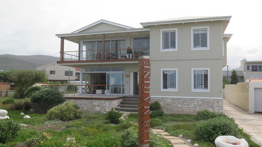 Agence_de_voyages_basée_en_Afrique_Tours_et_voyage_à_Cape_Town_et_les_vignobles_Voyage_de_noces avec_CapOuPasCap_Voyage_Corner house_Hermanus_138_marine6.jpg