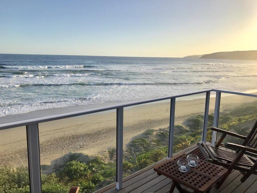 Agence_de_voyages_basée_en_Afrique_Tours_et_voyage_à_Cape_Town_et_les_vignobles_Voyage_de_noces avec_CapOuPasCap_Voyage_la_route_des_jardins_wilderness_dune beach house1.jpg