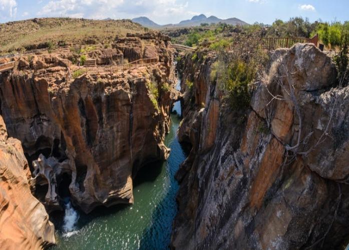 Agence_de_voyages_basée_en_Afrique_Tours_et_voyage_à_Cape_Town_et_les_vignobles_Voyage_de_noces avec_CapOuPasCap_Voyage_Bourkes Luck.jpg