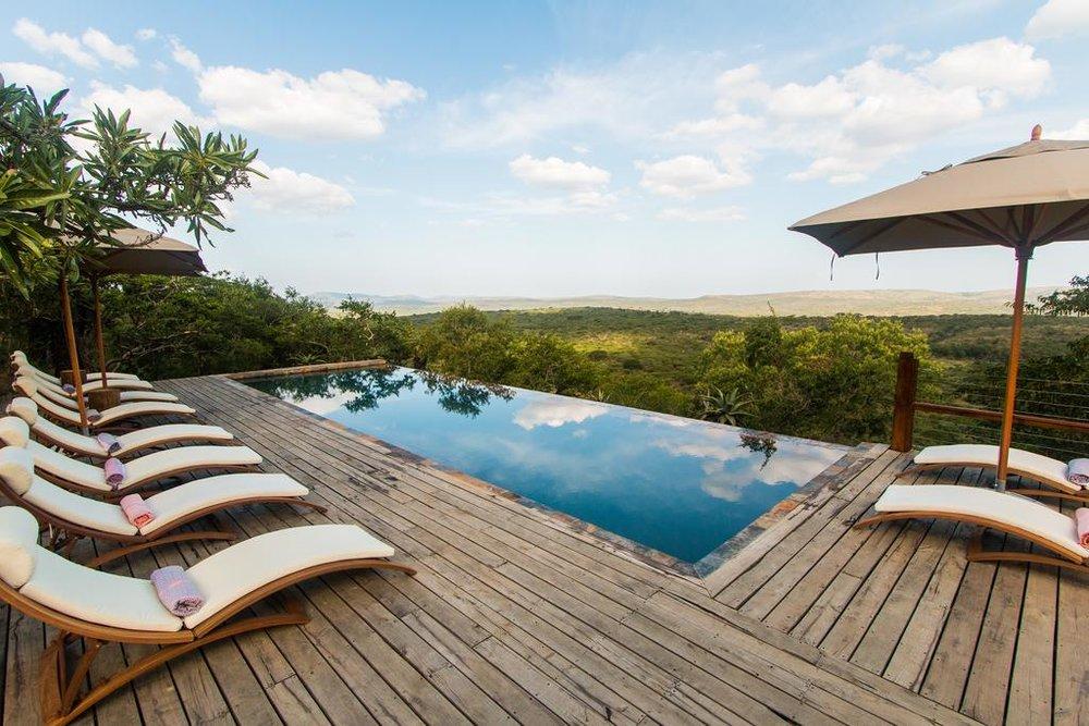Agence de voyages basée en Afrique. Circuits et Safaris en Afrique. Loges pour les familles et les couples. Hluhluwe_Rhino_Ridge1.jpg