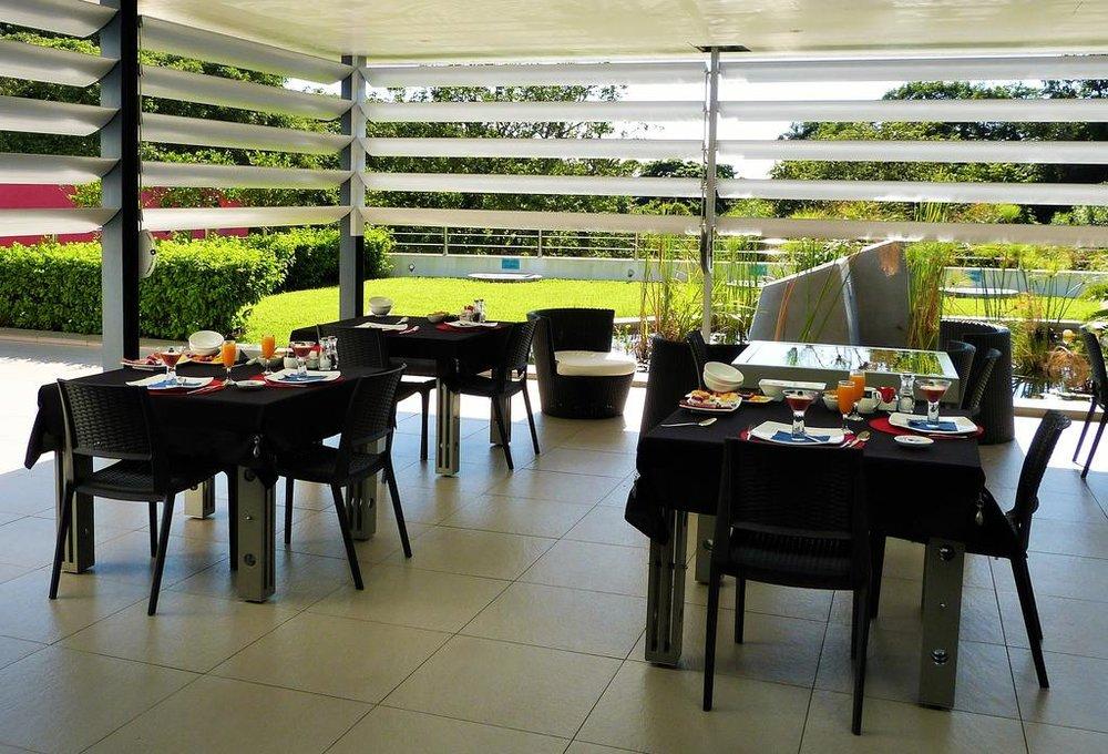 Agence de voyages basée en Afrique. Circuits et Safaris en Afrique. Loges pour les familles et les couples. St Lucia_ScereneEstate2.jpg