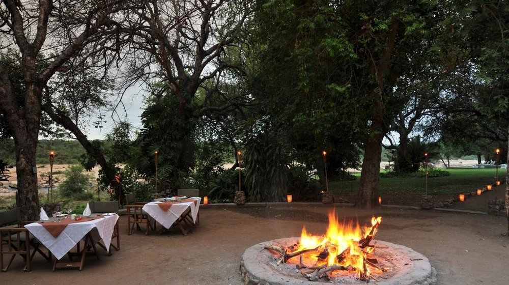 Agence de voyages basée en Afrique. Circuits et Safaris en Afrique. Loges pour les familles et les couples._le_parc_national_kruger_Mjejane_River_Lodge8.jpg
