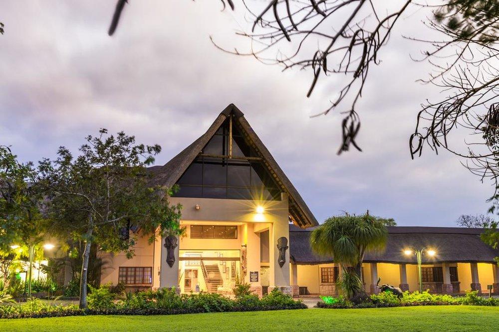 Agence locale pour Circuits, safaris et destinations en Afrique. Nous répondons à votre budget et vos besoins. Safaris en famille et visites guidées_Ane_hluhluwe hotel1.jpg