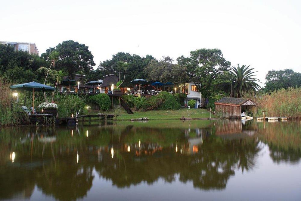 Agence_de_voyages_basée_en_Afrique_Tours_et_voyage_à_Cape_Town_et_les_vignobles_Voyage_de_noces avec_CapOuPasCap_Voyage_la_route_des_jardins_wilderness_Moontide guest Lodge1.jpg