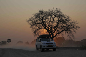 De Cape Town à la Namibie - Voyager de Cape Town à Windhoek en avion peut être un moyen pratique et rapide d'aller de A à B, mais ce serait dommage de rater cette magnifique route panoramique avec ses champs fleuries, ses plages sauvages et isolés ou encore ses étendues de désert de sable rouge.   15 jours/ 14 nuits