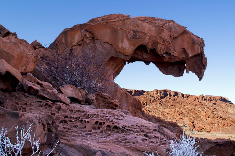 Lions_mouth_rock_formation_fs.jpg
