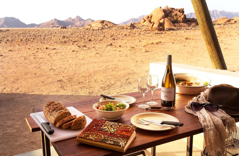Khurub                        - Un circuit classique, qui part à la découverte des principaux centres d'intérêt du pays, incluant le désert du Kalahari. Il permet également la découverte de deux des cultures ancestrales namibiennes, grâce à la visite d'un village Himba et une marche avec un guide Bushman.                                     10 jours / 9 nuits